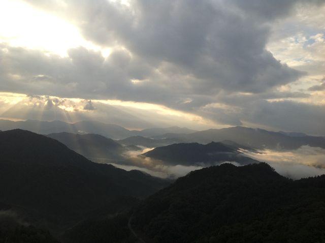 光芒と雲海20121010063937-1101060 (2)